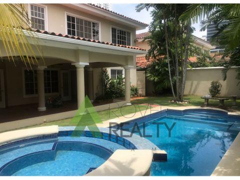 casa en costa del este con piscina