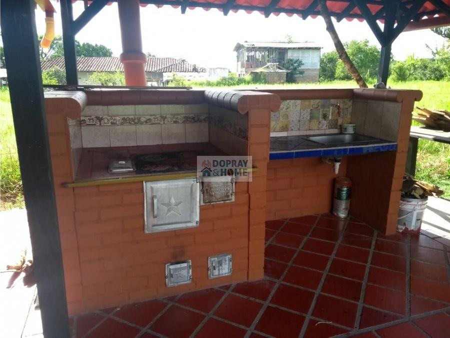 se vende finca chalet ubicada en pueblo tapao