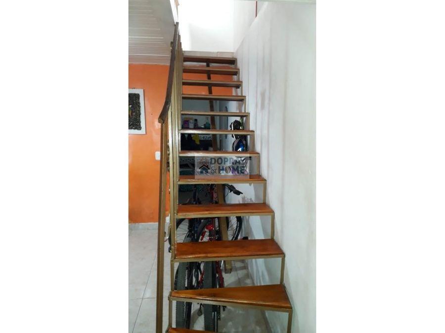 se vende casa de dos niveles