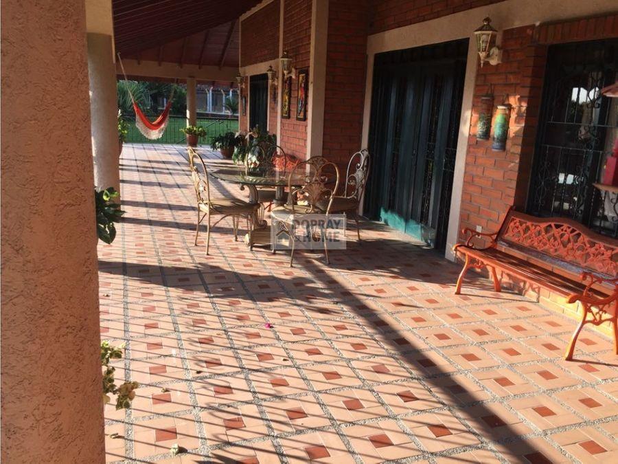 se vende casa en condominio en via quimbaya a cartago