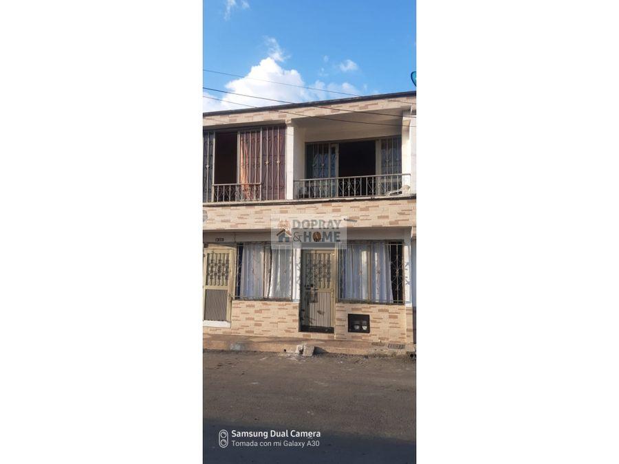 se vende casa doble renta barrio santa elena circasia
