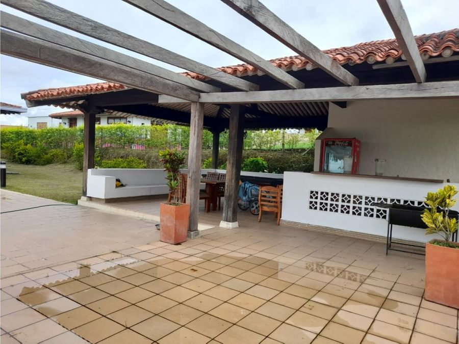 se vende hermosa casa campestre en conjunto cerrado montenegro