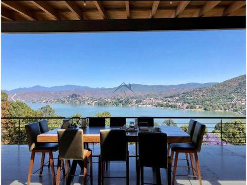excepcional casa en venta en avandaro con vista al lago