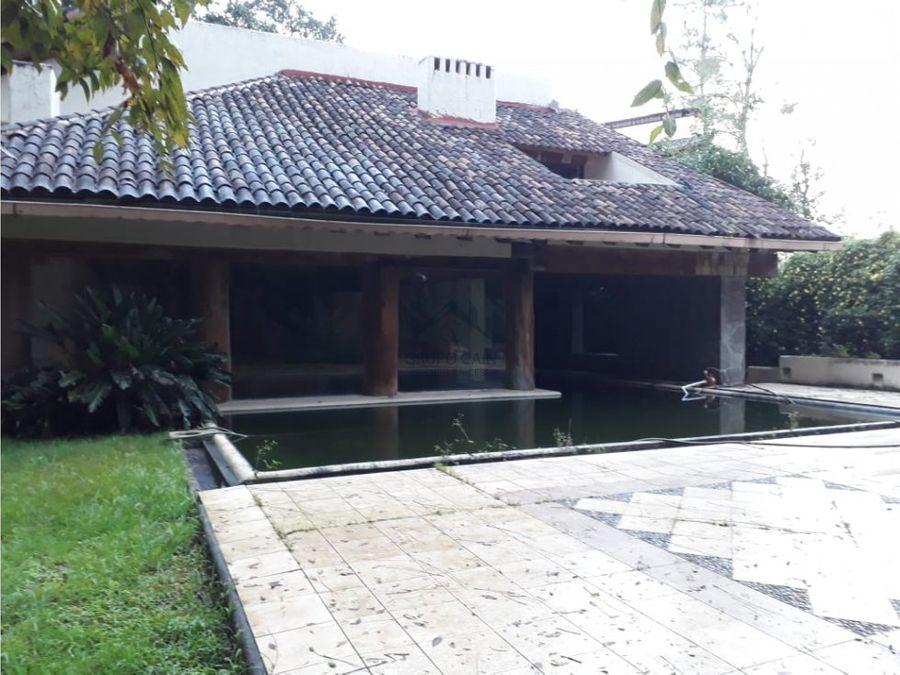 casa en venta en avandaro con excelente ubicacion