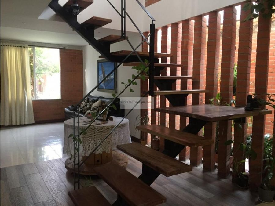 vendo casa amplia de 2 niveles en condominio en hacienda el castillo