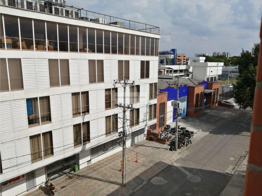 vendo apartamento amplio en edificio en los cambulos al sur de cali