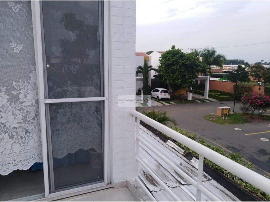 vendo casa esquinera y de 2 niveles en hacienda el castillo jamundi