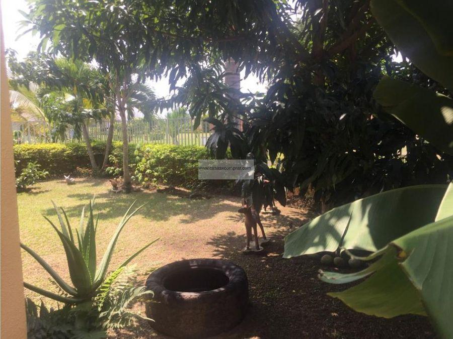vendo casa de 2 niveles en el castillo en jamundi