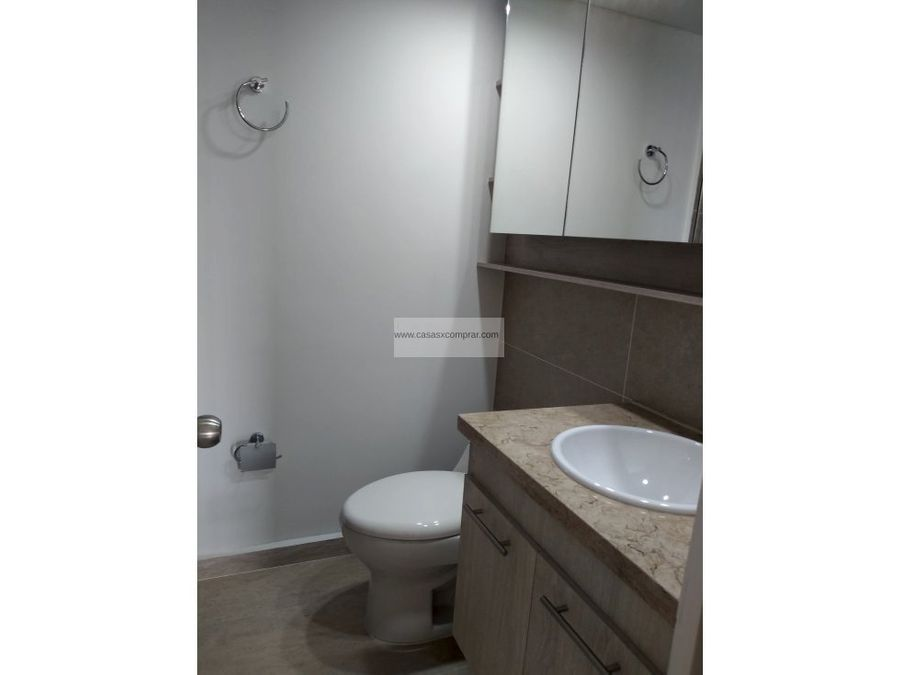 se vende apartamento la flora piso 11