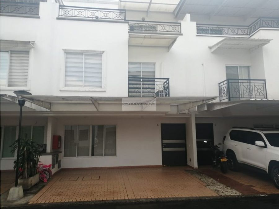 vendo casa de tres niveles en el ingenio