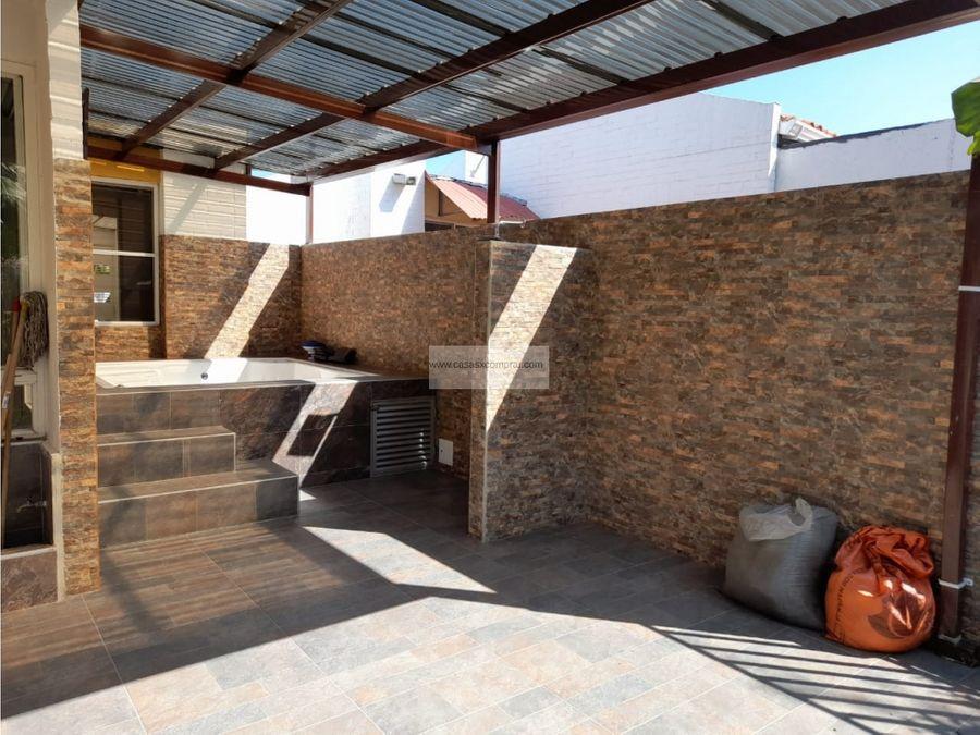 vendo casa ampliada y de un nivel en el castillo en jamundi
