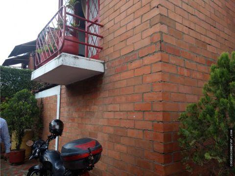 vendo casa 2 niveles barrio buenos airescali
