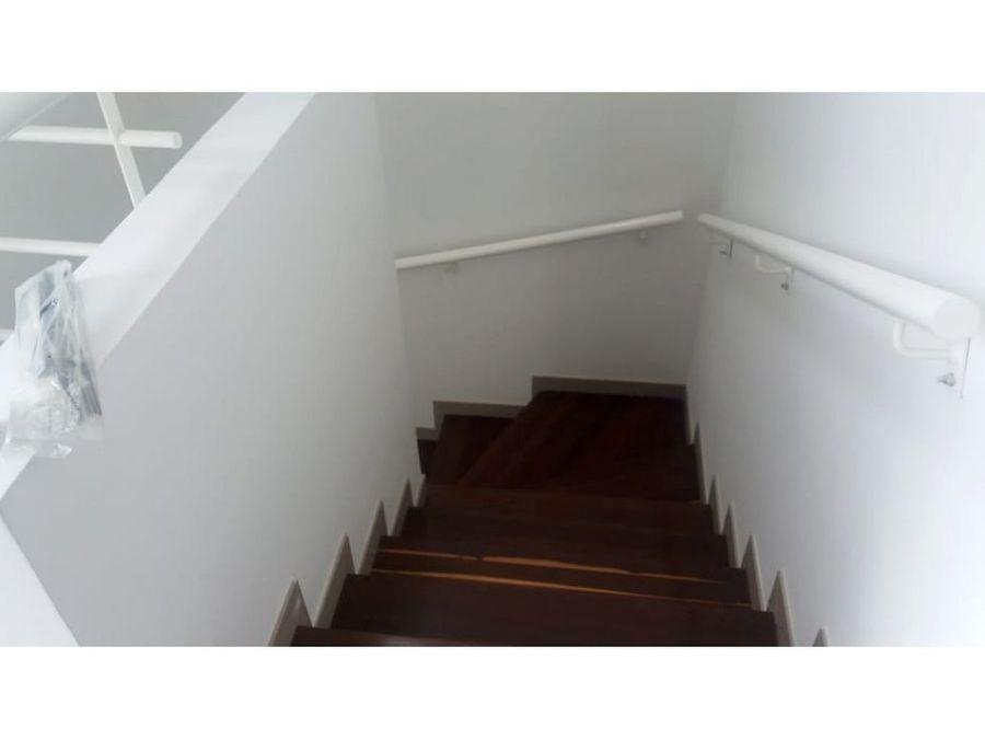vendo casa esquinera 2 niveles en hacienda el castillo