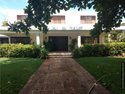 elegante casa en colonia buenavista
