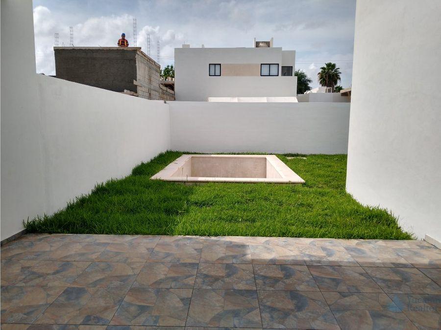 hermosa y amplia casa en privada avenida conkal