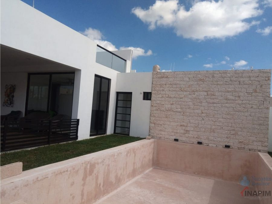 casas en venta en merida muy amplio terreno con piscina