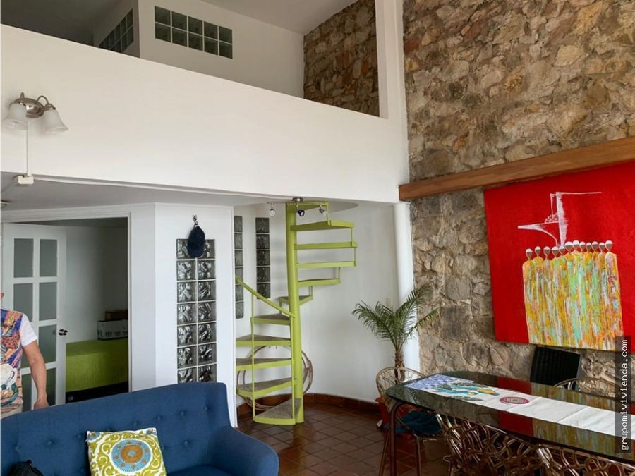 apartamento amoblado de dos niveles en casco viejo alquiler