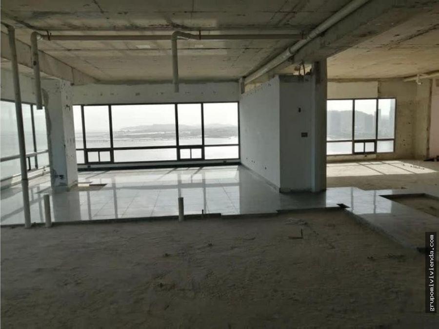 amplio penthouse en obra gris punta paitilla