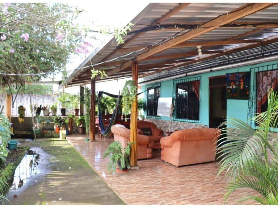 loreto orellanaventacasa 280 m2a una cuadra de la via principal