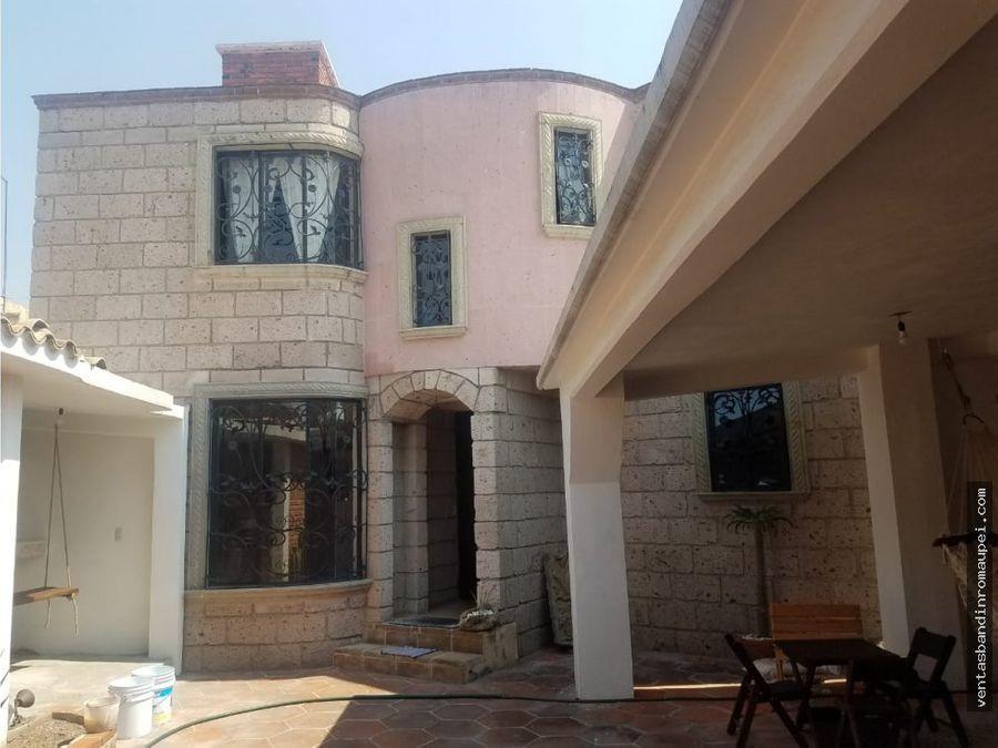 hermosa residencia de 2 niveles con acabados de lujo