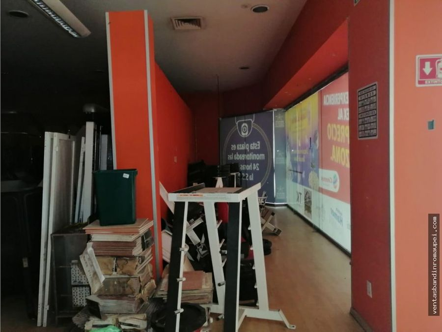 local en entrada principal en plaza comercial galerias 116 m2