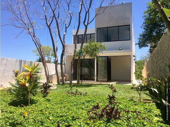 amplia casa en venta patio central conkal