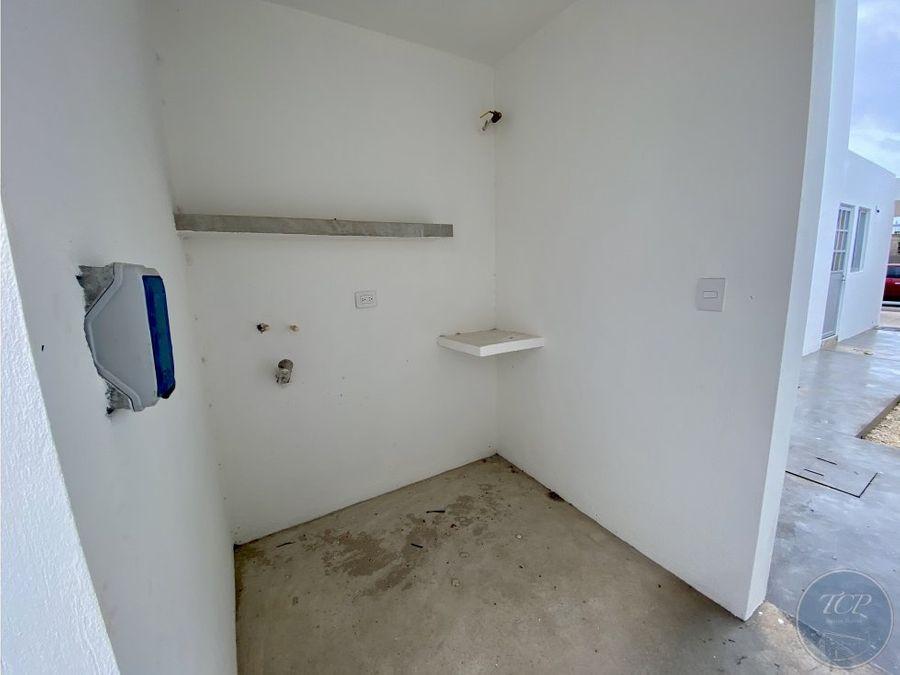 casa en privada av conkal con 3 hab y alberca