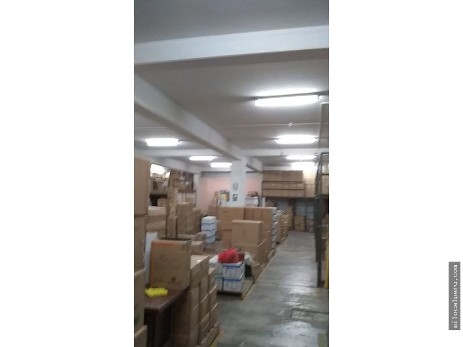 local comercial de 550 mt2 en alquiler paruro