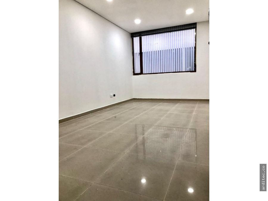vendoarriendo oficina consultorio frente unicentro18 m2 banoremod