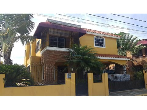 casa con patio en venta en residencial cerrado en gurabo wpc16