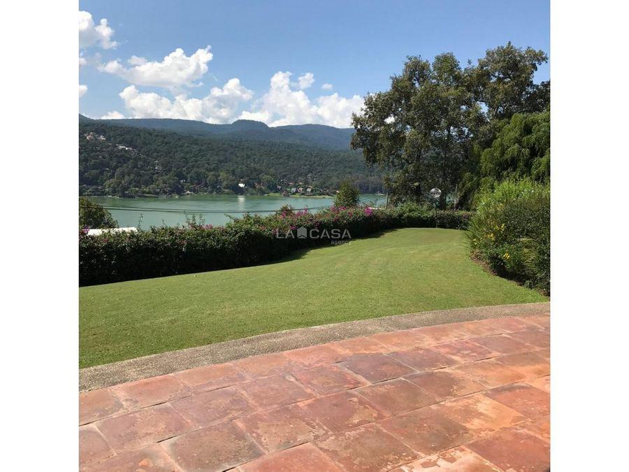 espectacular casa con vista al lago