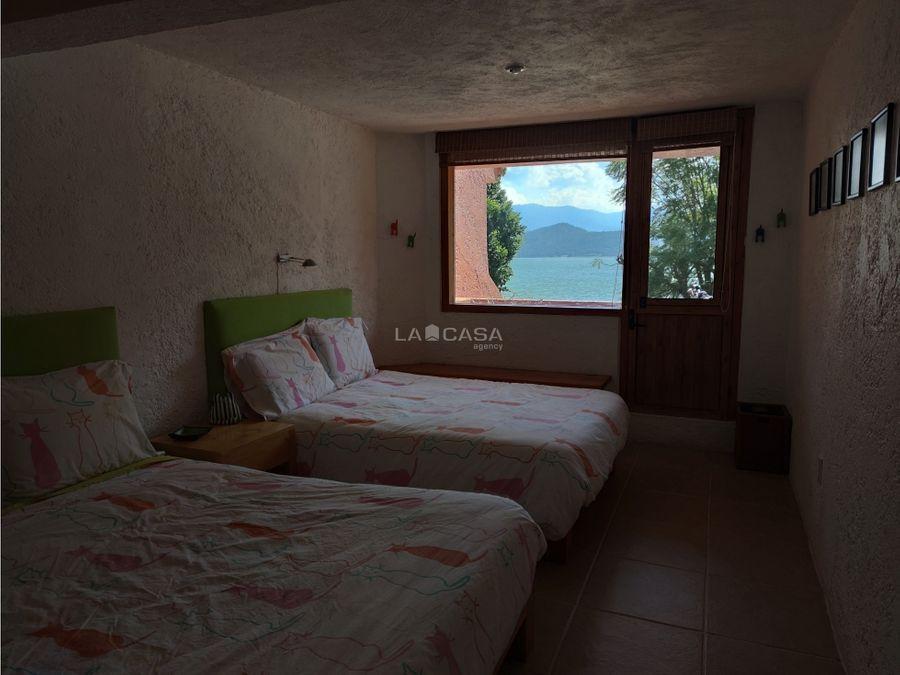 espectacular condominio con vista y acceso al lago