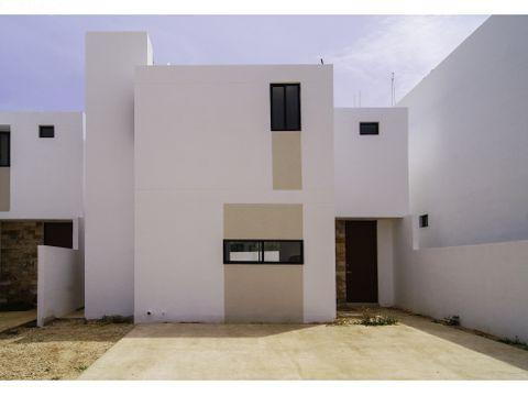 casa de 3 habitaciones con amplio terreno en privada
