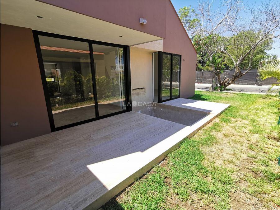 centrica casa en privada tipo villa
