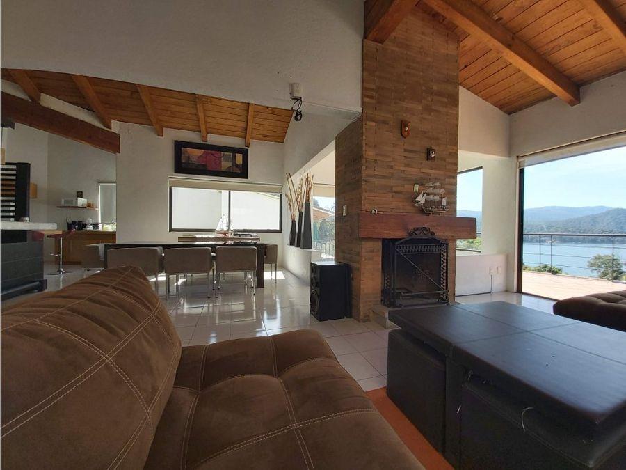casa en condominio con vista al lago