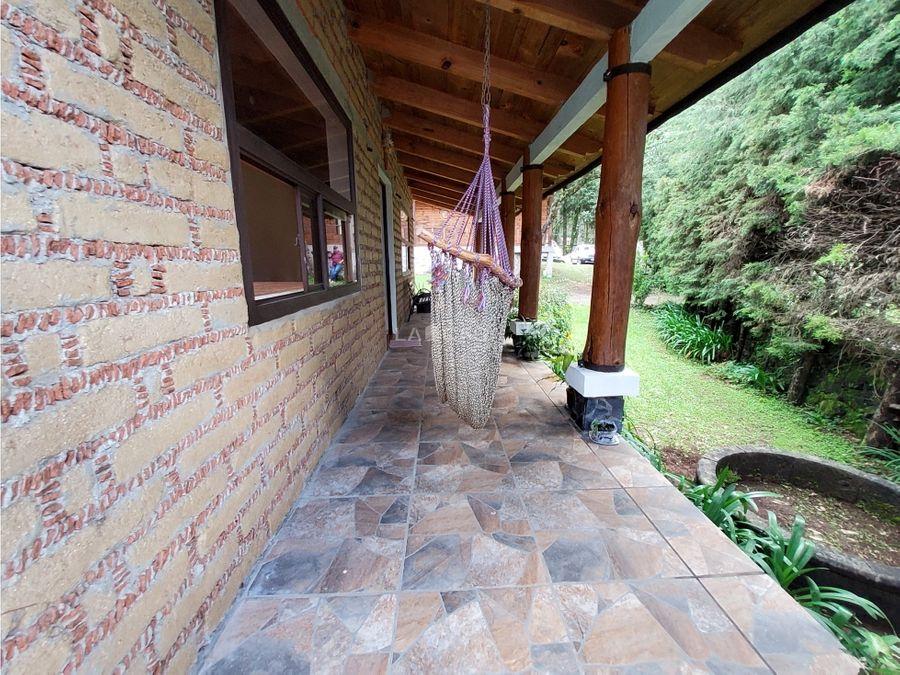 casa entorno boscoso