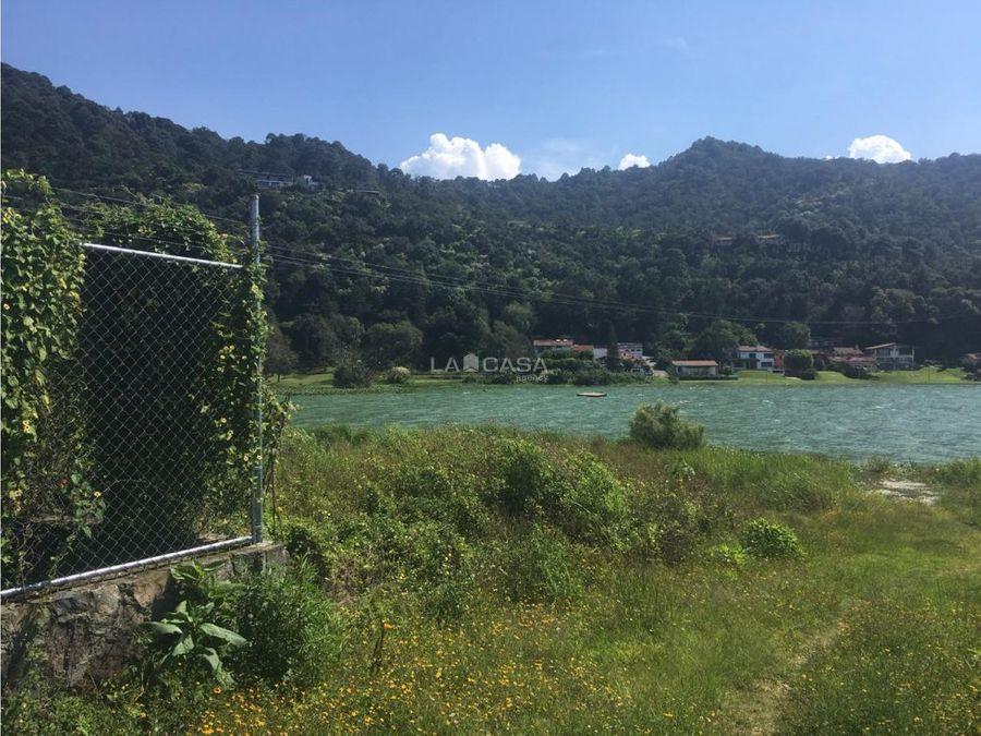 predio con vista al lago