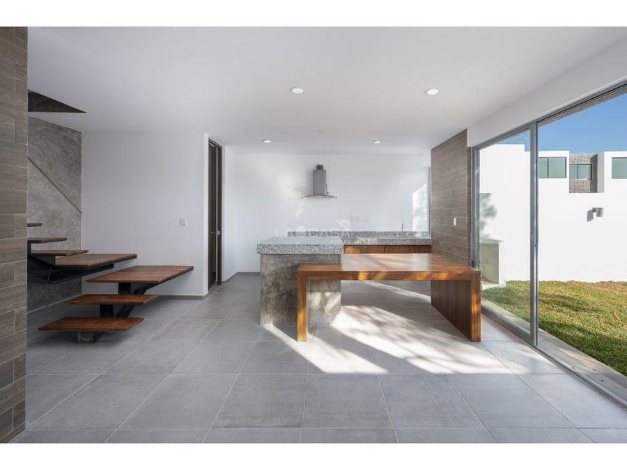 casa tipo townhouse equipada de 2 habitaciones con piscina