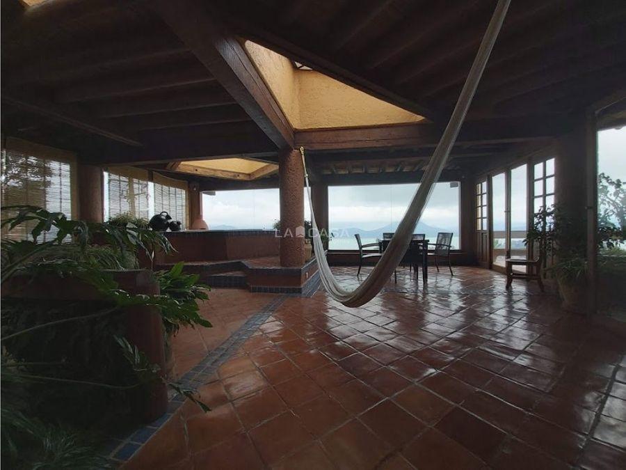hermosa casa vallesana con vista al lago