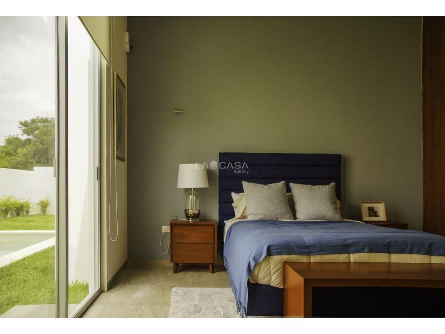 casa de un piso con 3 habitaciones en privada