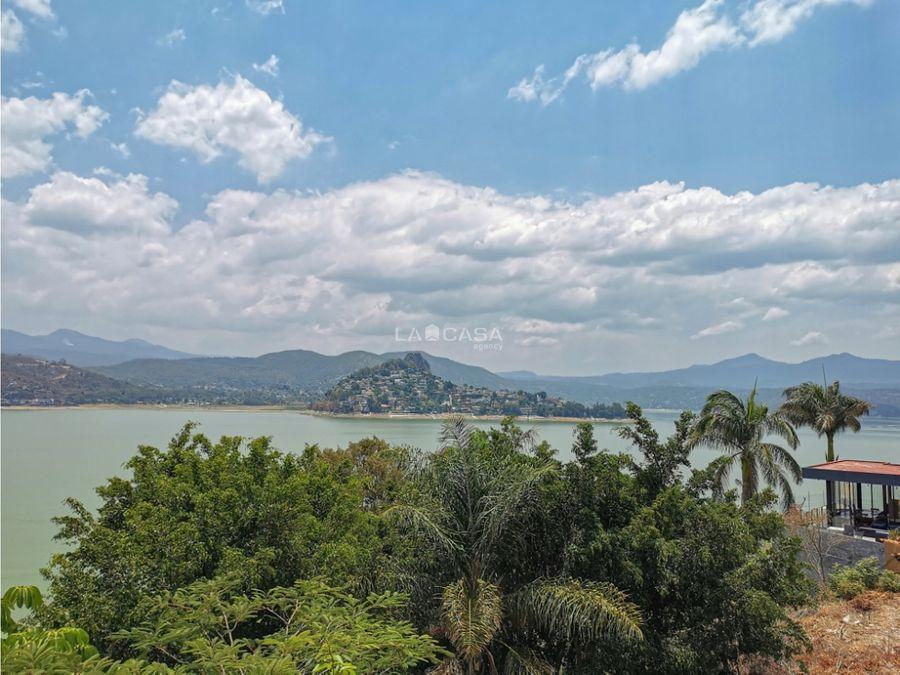 residencia con increible vista al lago valle de bravo