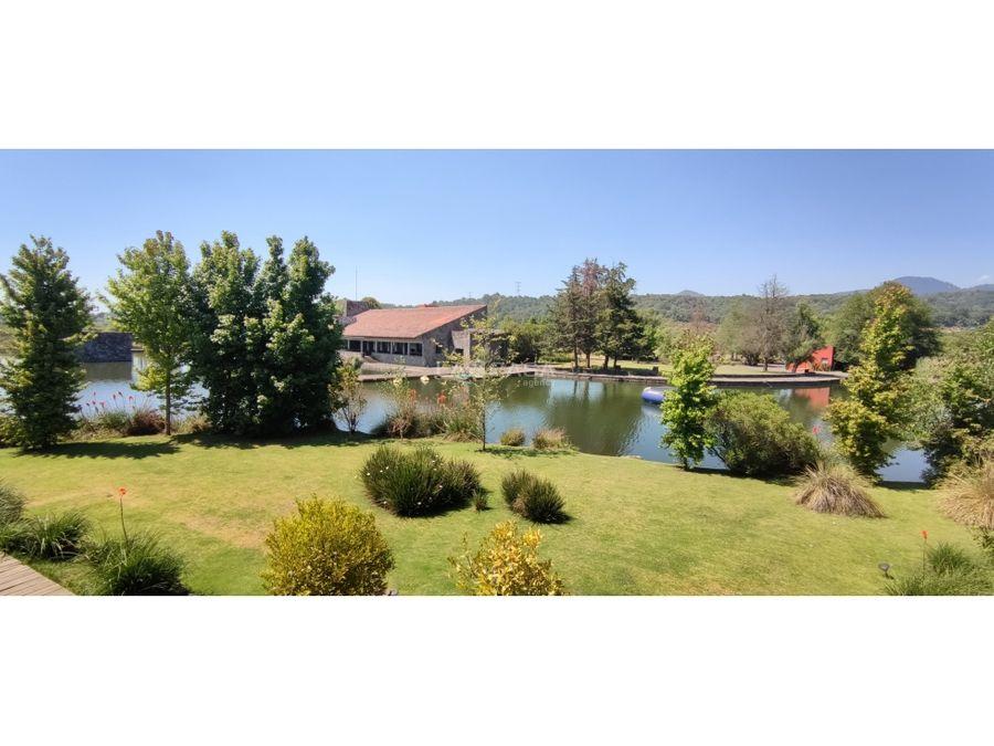 casa vallesana frente al lago