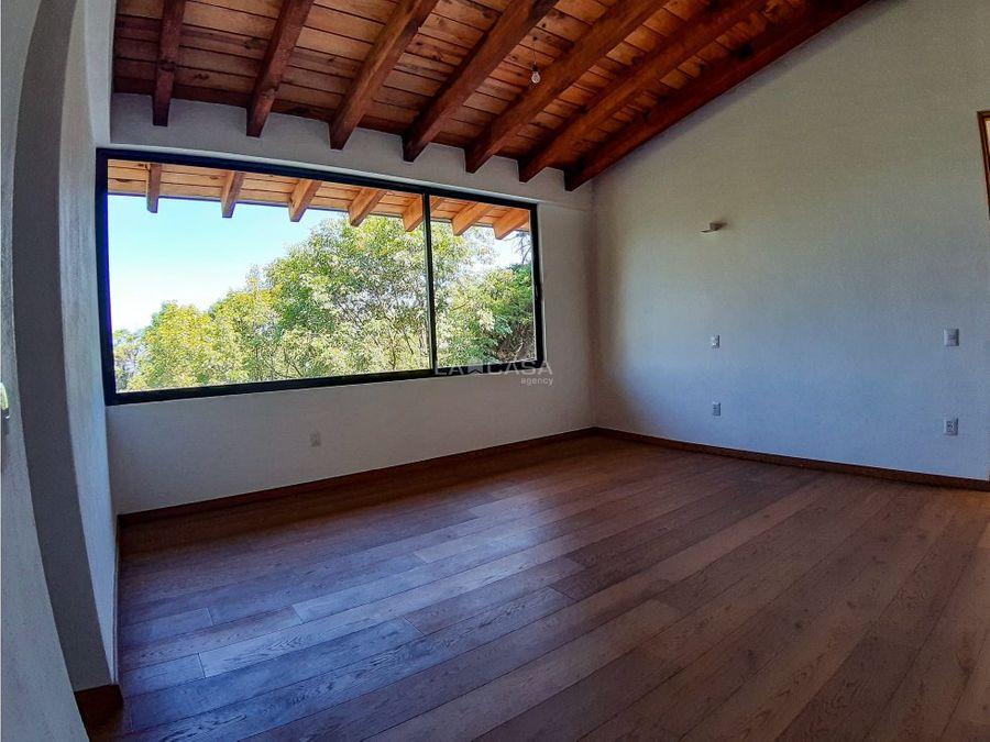 casa de obra nueva con vista al lago