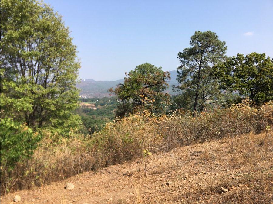 terreno con vista a las montanas