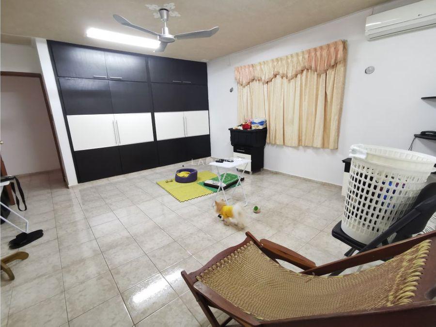 espaciosa residencia de un piso en el norte