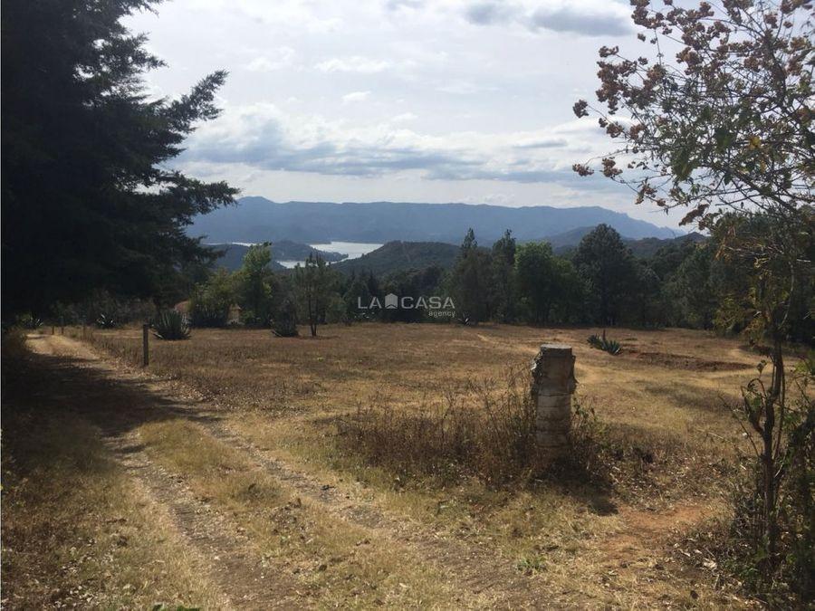 terreno con vista al lago y a la naturaleza