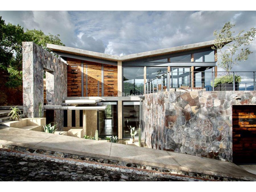 exclusiva casa con vista al lago