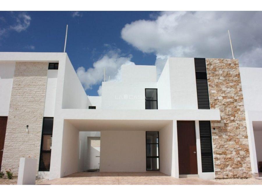 casa con piscina en residencial con amenidades