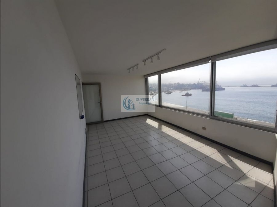 arriendo amplia oficina centro de valparaiso