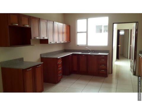 casa en venta en avenida las americas zona 13
